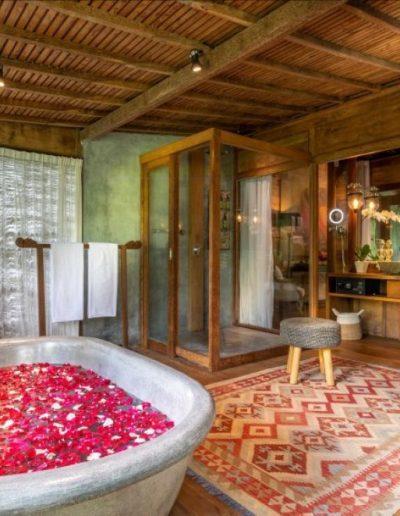 8-9-nagshampa-bathsuite-mainpool